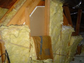 Attic kneewall insulated with fiberglass batt insulation and no attic-side sheathing
