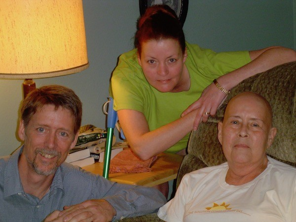 Allison Bailes with his sister and mom in 2006