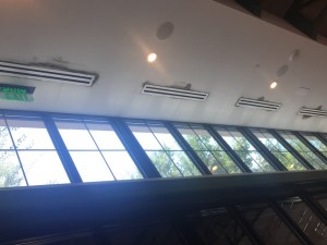 Moisture problems at the air conditioning diffusers in a trendy restaurant