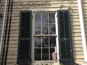 old-home-moisture-problems-peeling-paint.jpg