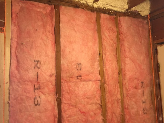 Does compression of fiberglass insulation cause problems?