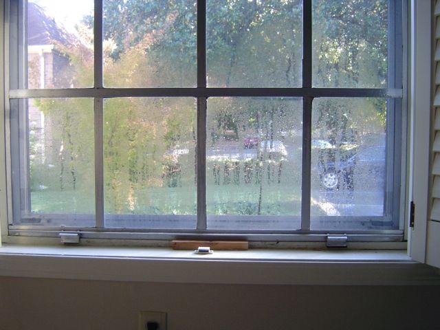 window-single-pane-metal-frame-condensation.jpg
